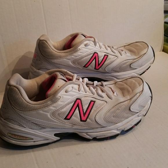 766d285b New Balance 80 women's shoes size 11 B